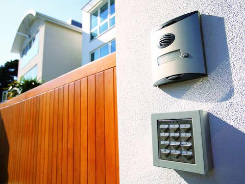 Hollywoodschaukel Holz Oder Alu ~ Zäune, Tür und Tor aus Holz, Alu oder Stein  Lagerhaus