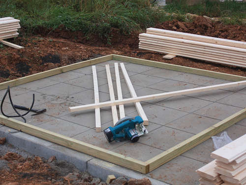 Gartenhaus Holz Ohne Fundament ~ Gartenhaus selber aufstellen  Lagerhaus
